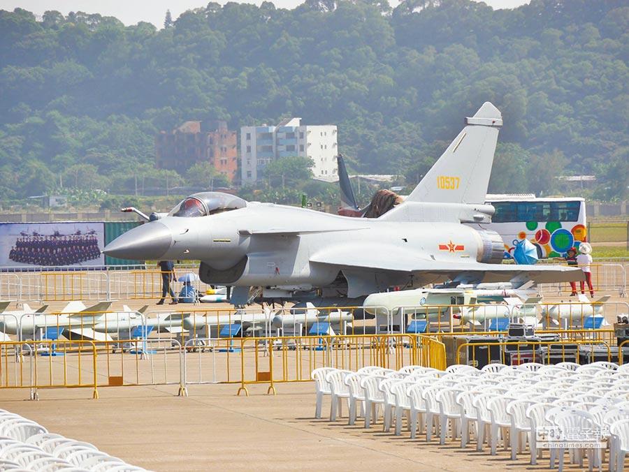 解放軍殲-10B戰機亮相珠海航展。(本報資料照片)