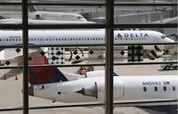 為小孩座位趕一家人下機 達美航空道歉了
