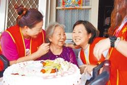 照顧癱女50年 嬤首次過母親節