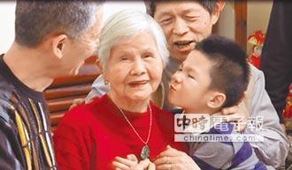 93歲陳李銀熬出頭 當選模範母親