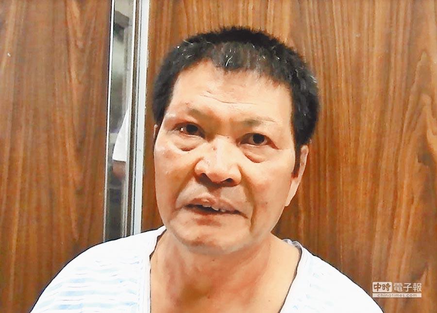 在草屯鎮市區遭2青年男子暴力襲擊,毆打成傷的縣議員簡峻庭。(楊樹煌攝)