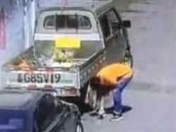 粉筆製「山寨車位」!最狂陸男自己的車格自己畫