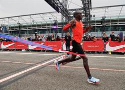 挑戰人類極限 最速馬拉松差25秒「破2」