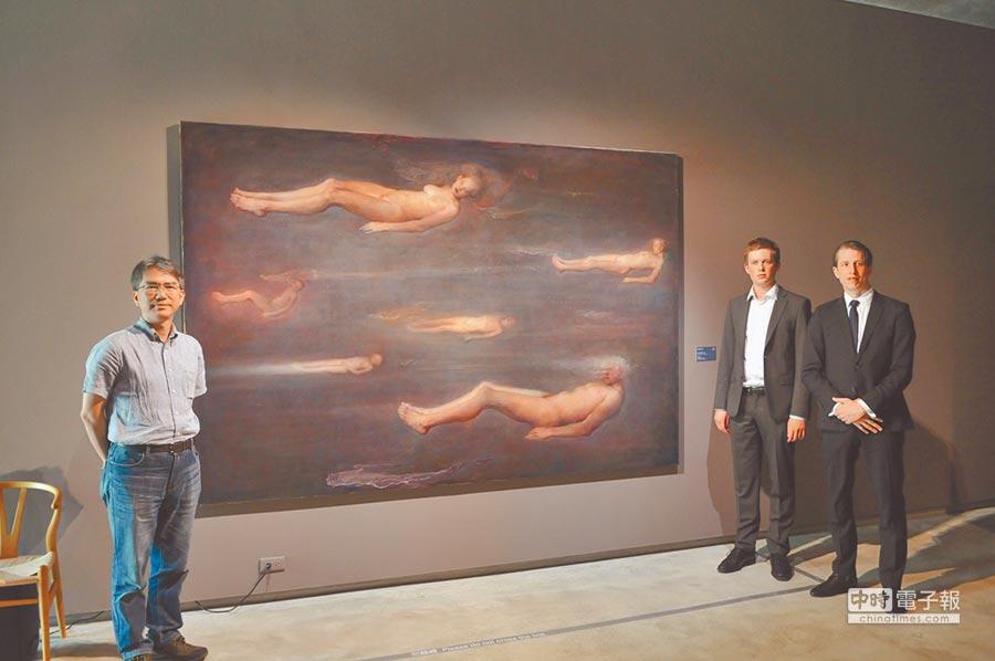 毓繡美術館開新展,邀當代寫實巨匠奧德.納德盧姆舉辦「渾沌之界」個展(見圖,廖肇祥攝),這是他第一次在亞洲地區首次個展,展出1986年迄今15幅巨作,館方指出,除了關照國內創作者,更放眼世界版圖,在南投引進大師級的作品,希望帶給觀者心靈洗滌昇華的感受。