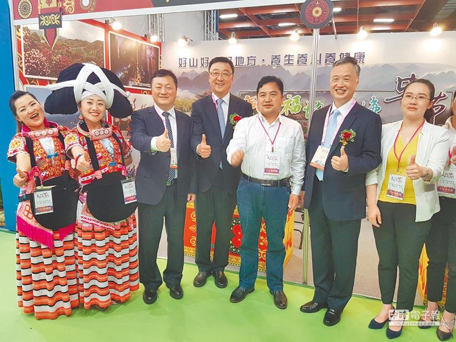 海峽兩岸旅遊交流協會台北辦事處滿宏衛主任(右4)。(記者林怡宣攝)