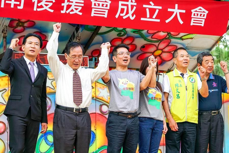 宜蘭市長江聰淵(左三)為爭取宜蘭縣長黨內提名,今天在羅東鎮舉辦溪南後援會成立大會。(李忠一攝)