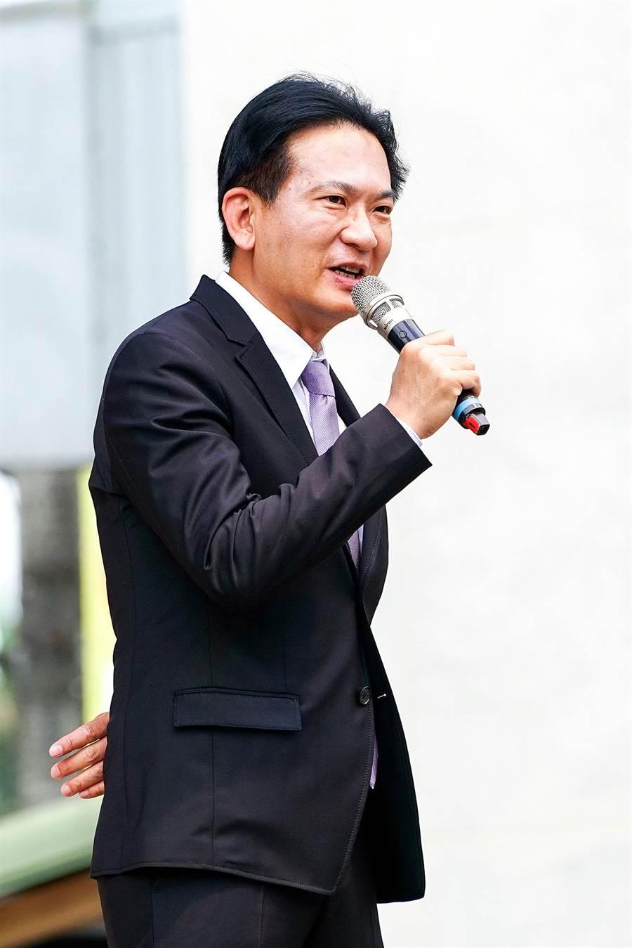 立委林俊憲今天上台為江聰淵助講,他讚譽江聰淵具理性、有魄力。(李忠一攝)