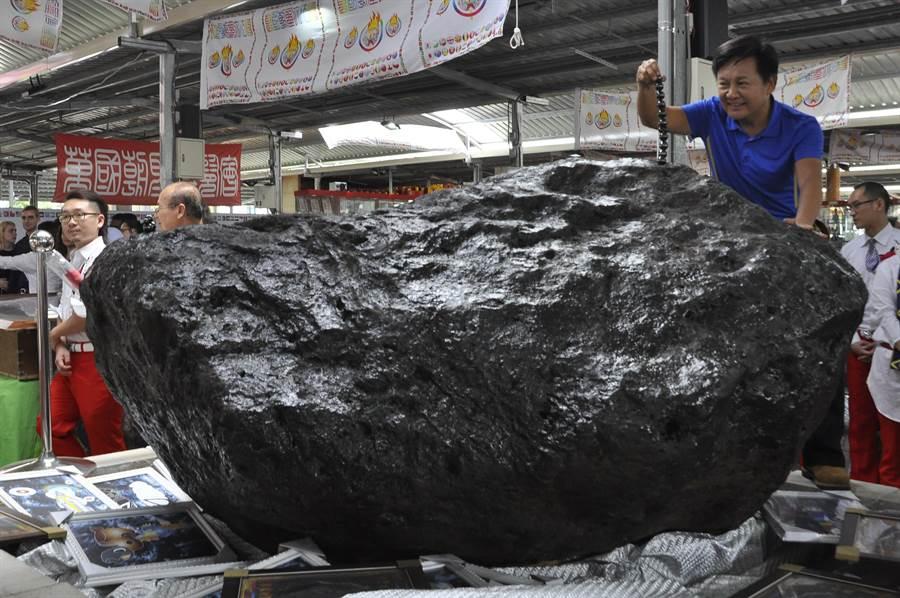號稱11噸重的大隕石。(楊明峰攝)