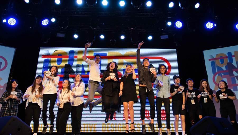 高雄「2017青春設計節」7日圓滿落幕,頒獎典禮在緊張期待的氛圍中,公布得獎名單,並頒發共150萬元的競賽總獎金,成為青年學子畢業前夕的最大榮耀。(李義攝)
