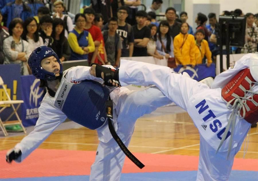 中正大學洪幼婷帶傷踢進金牌戰「銀」恨。(林宋以情攝)
