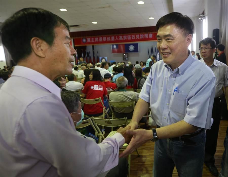 包括郝龍斌(前排右)等6位國民黨主席候選人輪流上台發表政見,受到支持者力挺。(王錦河攝)