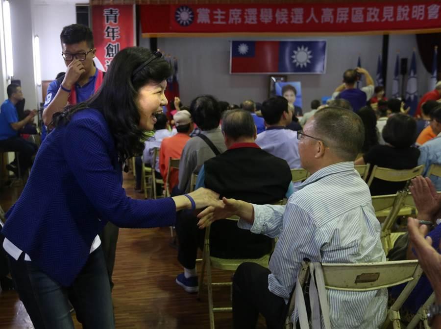 包括潘維剛(前排左)等6位國民黨主席候選人輪流上台發表政見爭取支持。(王錦河攝)