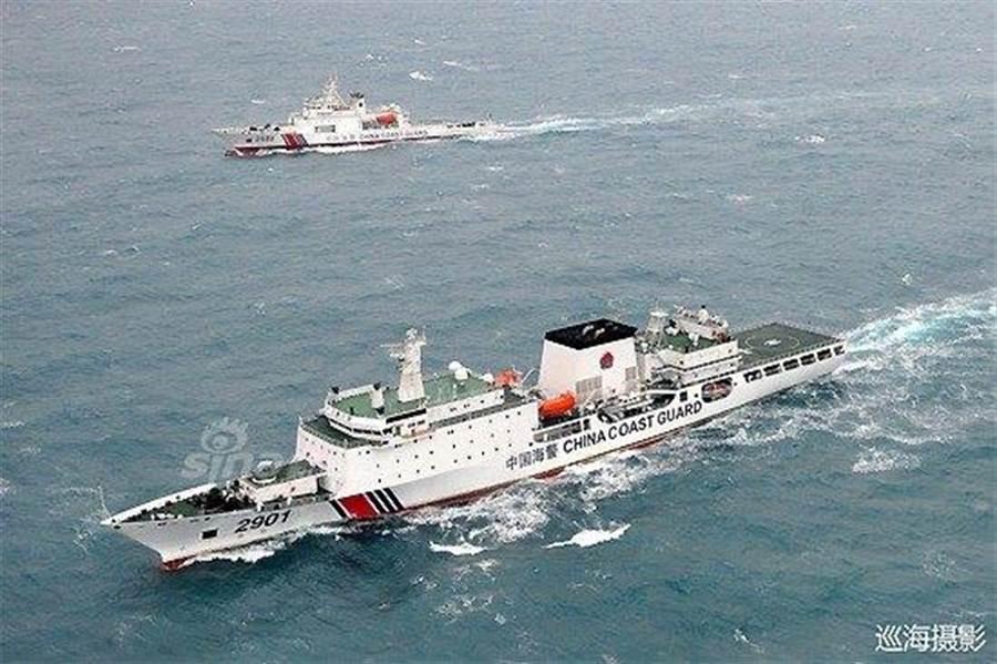 中國海警艦船編隊進入釣魚島12海浬內巡航。(圖/中國國家海洋局)