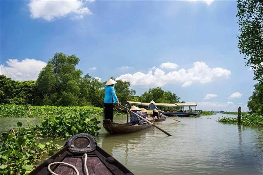 坐獨木舟來趟小船之旅,享受湄公河風光。
