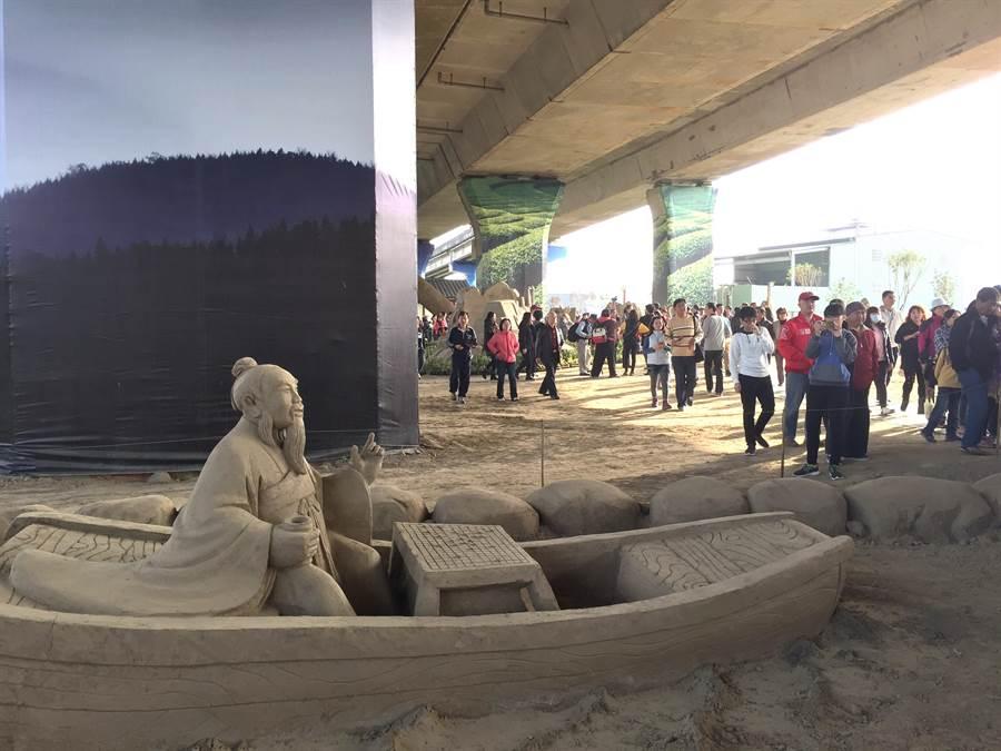 南投國際沙雕文化園區,位於國道3號高架橋下,免受日曬雨淋!(廖志晃攝)