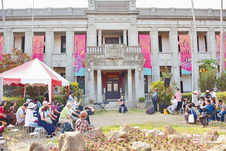彰化縣文化局與賴和基金會舉辦「2017賴和音樂節:自由花」,今年首度移師到和美默園舉行開幕式。(吳敏菁攝)