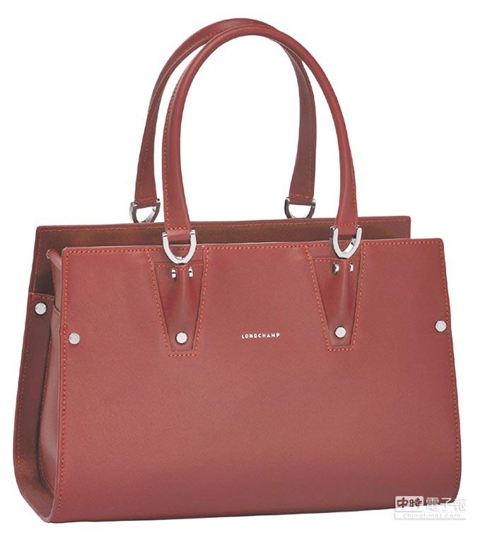 Longchamp Paris Premier酒紅色款,7萬2300元(小)、8萬1000元(大)。