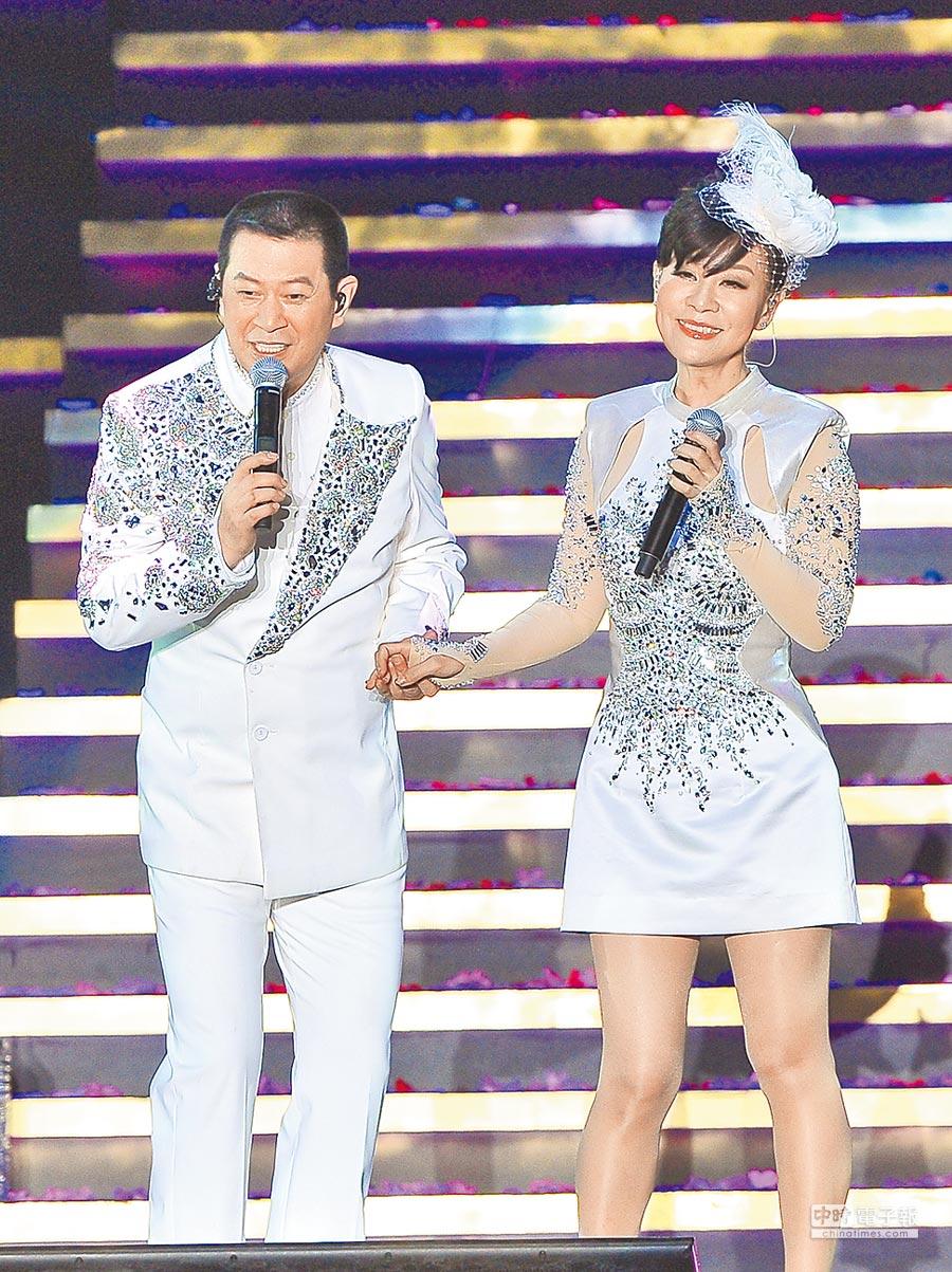國台語歌在兩岸風行,並以龍千玉(右)、蔡小虎對唱的〈落花淚〉最有名。(本報系資料照片)