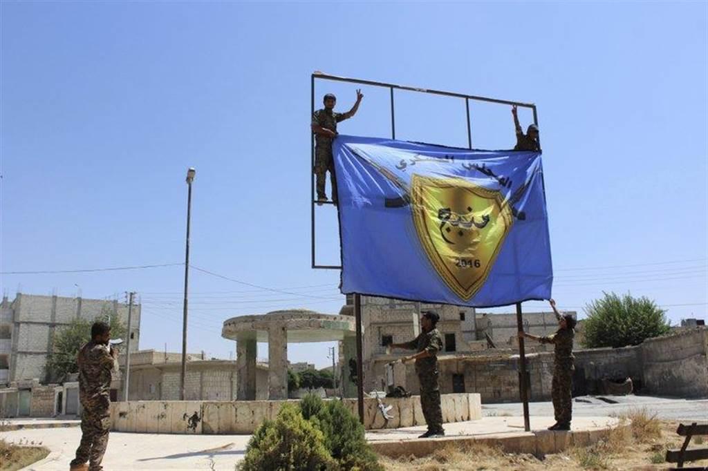 美國支持的敘利亞庫德人民軍(YPG)。(圖/美聯社)