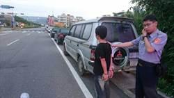 神明面前做壞事 男子破車窗行竊被逮