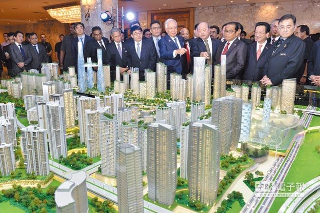 「大馬城」占地面積約200萬平方公尺,總建築面積約840萬平方公尺,圖為「大馬城」模型。圖/新華社