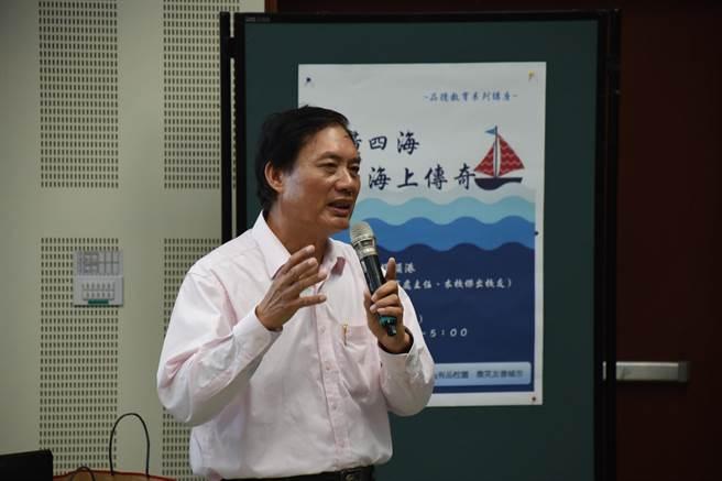 國立台灣海洋大學品德教育系列講座邀黃昱輝分享討海過程中的心路歷程。(圖/海洋大學提供)