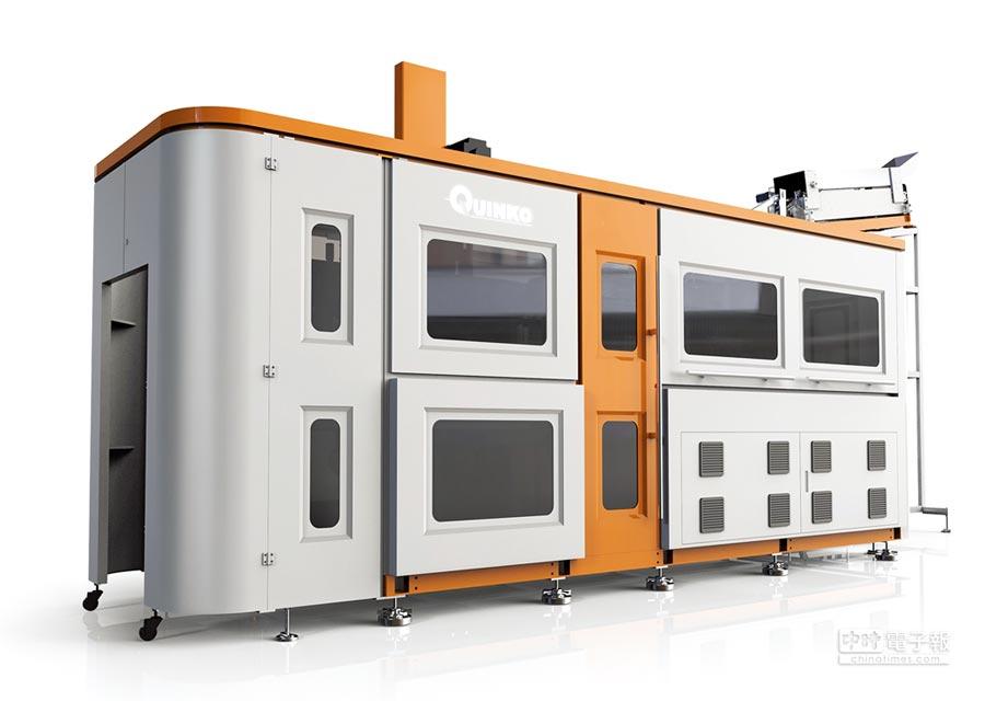 銓寶工業創新推出智慧高產能機型「六穴中型吹瓶機Leopard6」。圖/銓寶提供