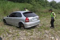 玩家河床找模型飛機 意外發現遭拆解轎車