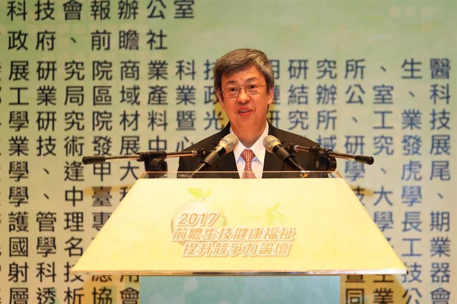 副總統陳建仁今天出席「2017前瞻生技健康福祉提升競爭力論壇」,期望將台灣打造成為亞太地區生技醫藥產業的重鎮。(盧金足攝)