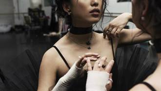 時尚部落客 Margaret Zhang 的另類演繹!Iconic Swan 暗黑時刻