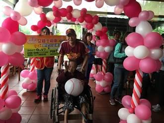 107歲人瑞圓棒球夢 明星公益棒球賽門票開賣