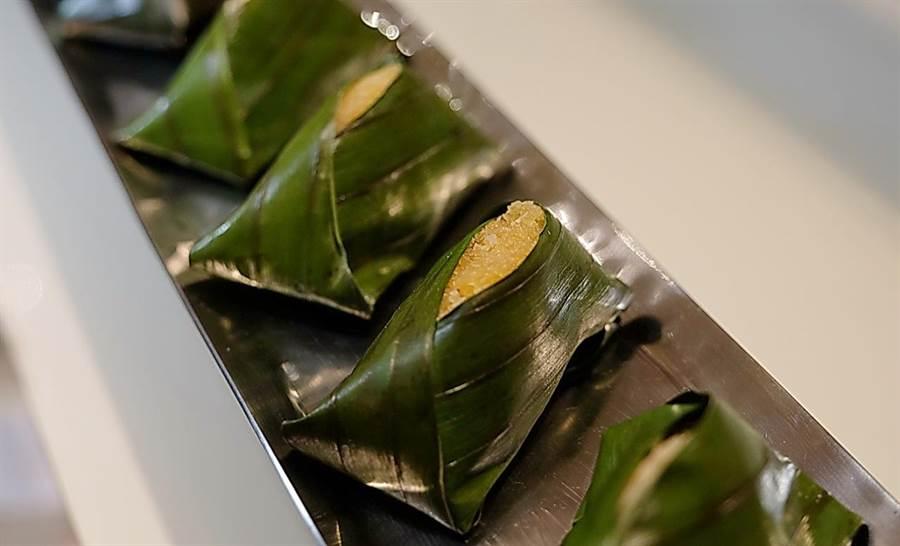 台北花園大酒店的〈南洋椰糖粽〉,是市場過去少見的南洋風味甜粽。(圖/台北花園大酒店)