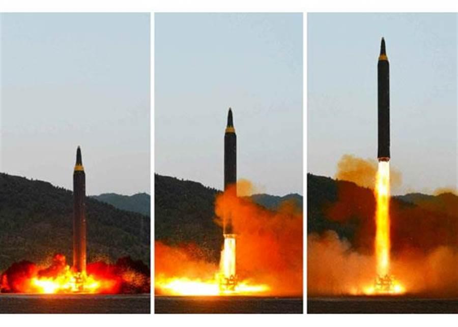北韓「火星-12」號飛彈14日發射的連續畫面。(圖/朝鮮勞動新聞)
