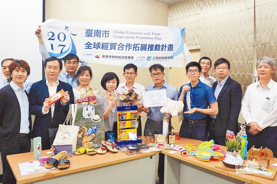 經發局因應全球化,辦理台南市全球經貿合作拓展計畫,邀請廠商組團到國外參展,15日也找來去年參與的廠商現身說法。(萬于甄攝)