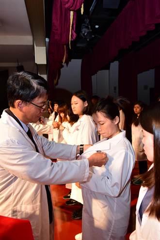 醫檢師搶手 中華醫大醫學檢驗生物技術系畢業起薪40k
