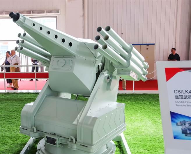 CS/LK4近區防禦遙控武器系統移植了CS/AR1型反蛙人火箭炮,但為了加強火力,發射管數由原來的10管增為12管。(圖/網路)