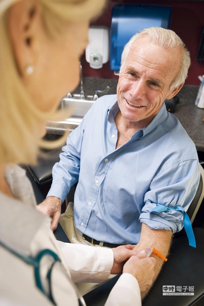 使用抽血檢測來檢測出阿茲海默症相對方便與安全。圖/業者提供