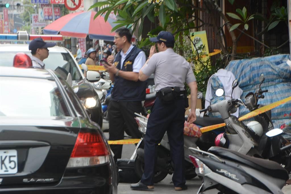 警方正到場調查,與嫌犯對峙中。(林宏聰攝)