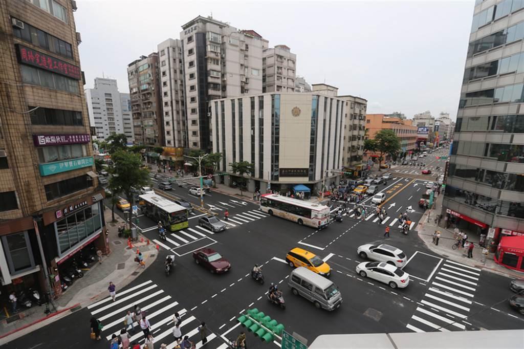台北市立大學「市政管理學院」對6都進行市政品質與競爭力調查,結果台北市以58.9%吊車尾。(中央社)