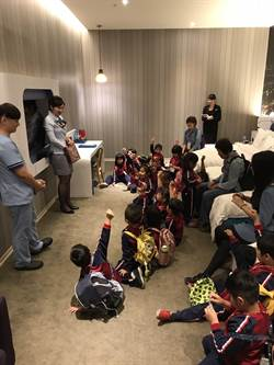 李方酒店管理集團 邀偏鄉孩童體驗入住流程
