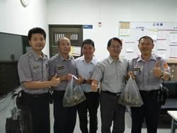 端節前慰勞基層員警 中市議員贈粽子