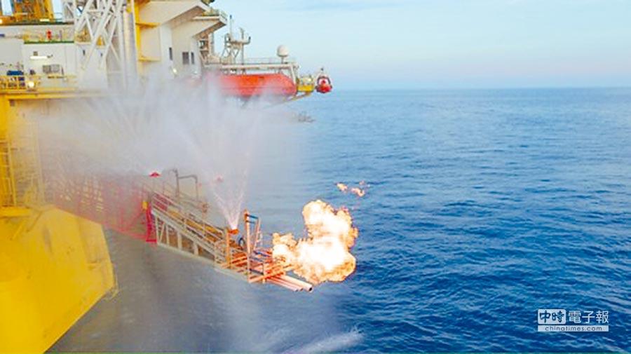 「藍鯨一號」海上鑽井平台,首次試採可燃冰宣告成功。(取自《人民日報》)