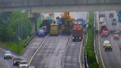 國1水上段化學槽車翻覆 部分路段封閉建議改道