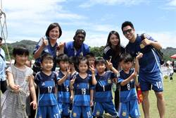 幼兒足球玩真的 職業球員當教練