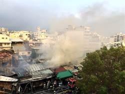 嘉市共和市場陷火海延燒3小時 燒毀12棟小吃老店