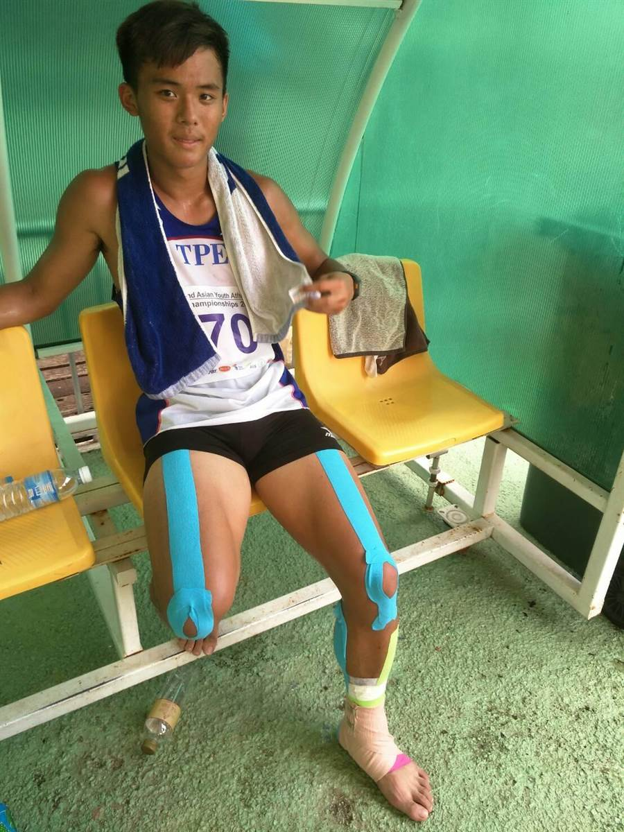 就讀新北市三重高中的劉祖沅,21日在第二屆亞青少田徑賽男子十項帶傷比賽,最終以6分之差險勝對手,替中華隊拿下第五面金牌。(黃邱倫)