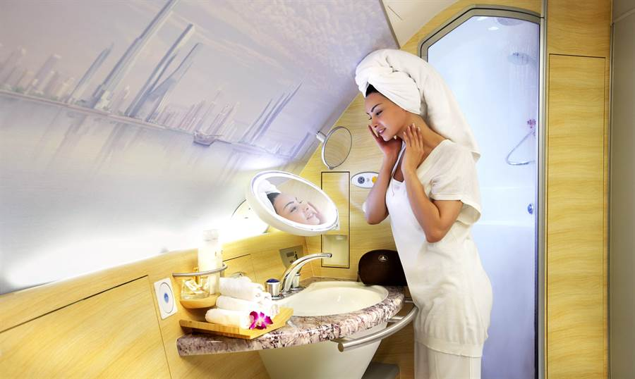 阿聯酋航空機上水療淋浴間。圖:業者提供