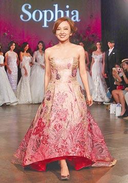 愛紗搶穿婚紗 伴蘇菲雅步入幸福玫瑰園