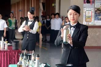 和春技術學院調酒國手李廷諺 回三信家商謝師恩