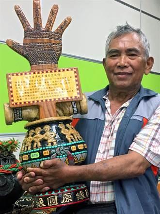 排灣族木雕師為總統雕刻 小英將親手收下